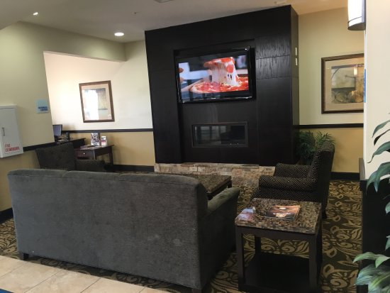 Holiday Inn Express Hotels And Suites Pekin : Hotel lobby