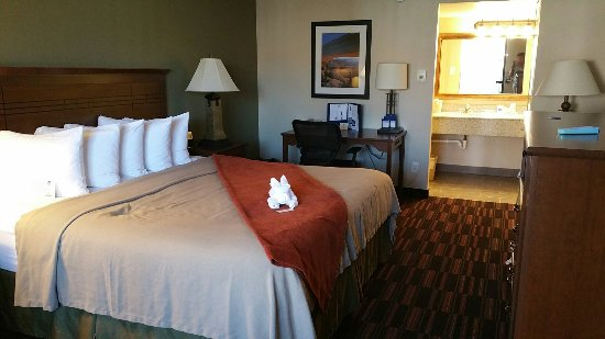 BEST WESTERN Town & Country Inn: 20160909_132610_large.jpg