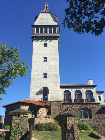 Talcott Mountain State Park: Heublein Tower