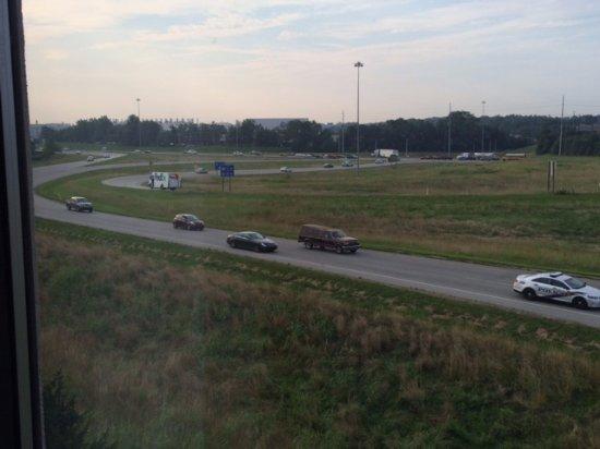 Hampton Inn Louisville-Northeast: traffic outside our window following morning