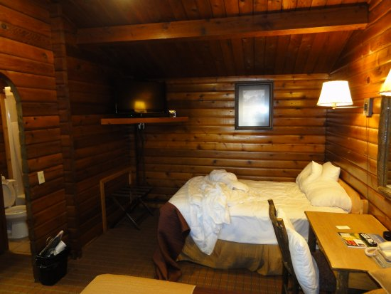 Antler Inn: Wood Paneling rooms