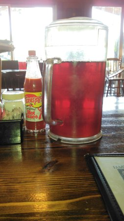 Carthage, Carolina del Norte: Got Tea and hot sauce! Nothing else needed! :)