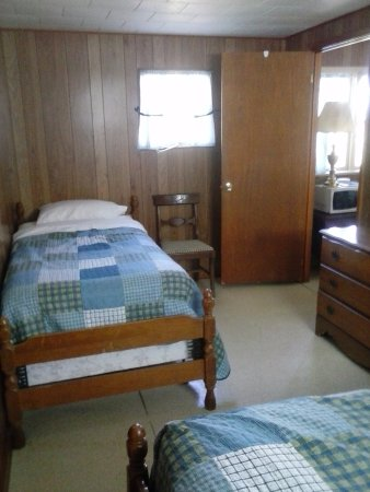 Beaver Creek Farm Cabins/Cottages: Bedroom 1 ( Full And Twin Bed)