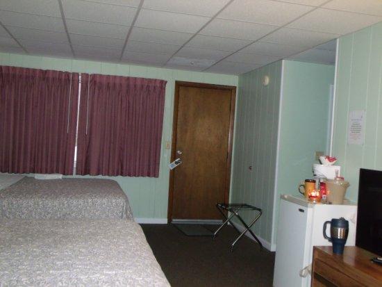 Blue Sea Motor Inn: Room 135