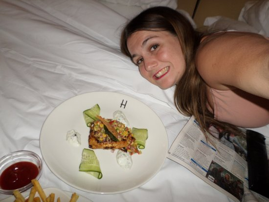 Winchester Mansions: Room service :)