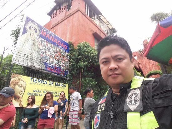 Our Lady of Manaoag/Tierra de María (Muttergottes von Manaoag): The road side after parking
