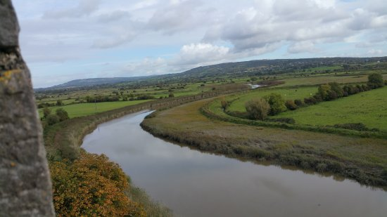 West-Ierland, Ierland: From the top of Bunratty Castle...great views!