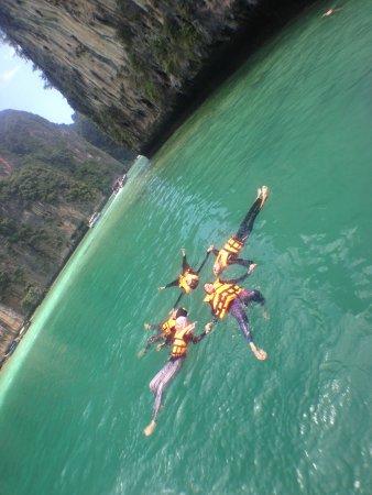 Ko Phi Phi Le, Tailandia: Membuat formasi kebahagiaan haha