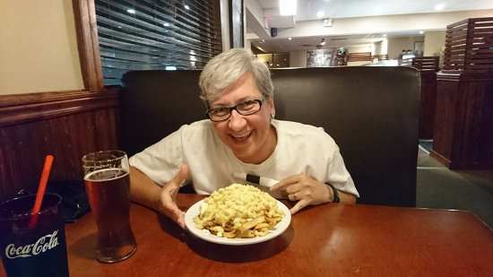 Dunn's Famous Bank Street Deli: mac and cheese poutine