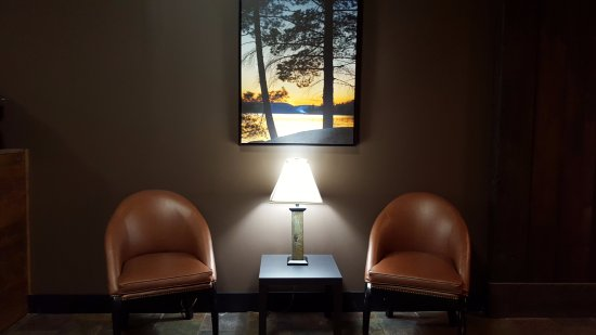 Fort Frances, Canadá: Small sitting area in hallway.