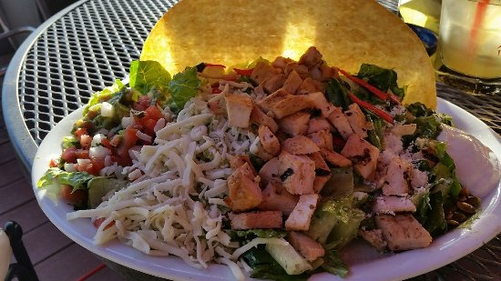 Vancouver, WA: Bland chicken tostada - pretty to look at but nothing the tastebuds would write home about