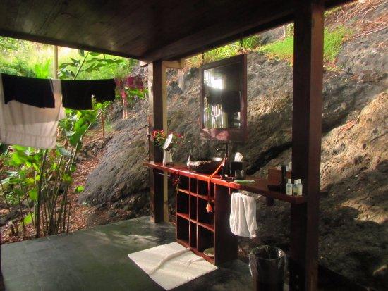 Vanua Levu, Fiji: Outside bathroom