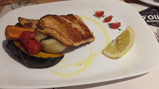 Dipartimento di Maldonado, Uruguay: Salmón con deliciosas verdura al horno de leña exquisitez  súper recomendable