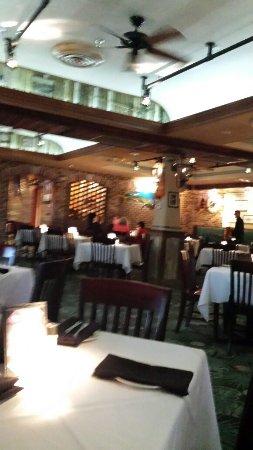 Landry's Seafood House: dinning area
