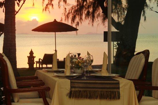 Lipa Noi, Thailand: Sunset Dinner