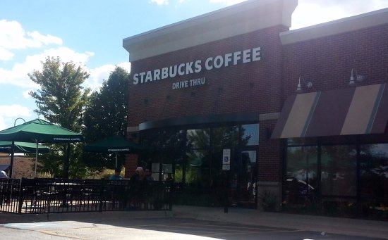 Elgin, IL: Front & patio of Starbucks