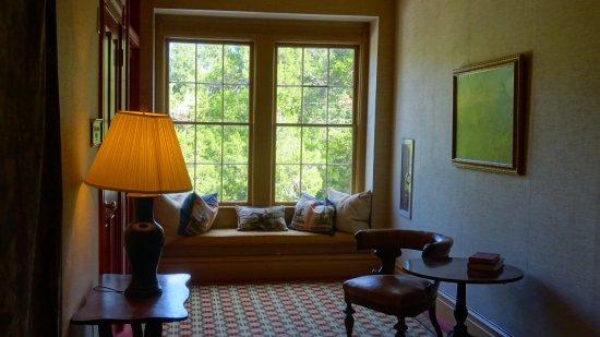 Aiken, Carolina Selatan: Sitting area at the end of the hall