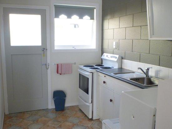 Fernleaf Motel: Kitchen