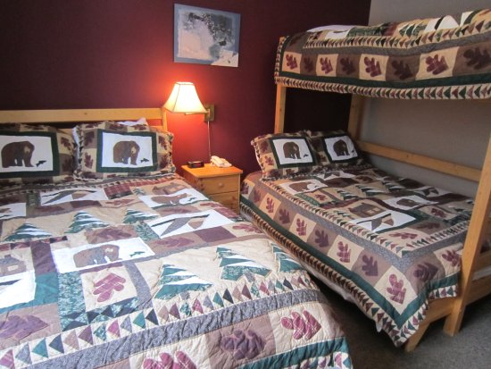 Pincher Creek, แคนาดา: Hotel Bunk Room