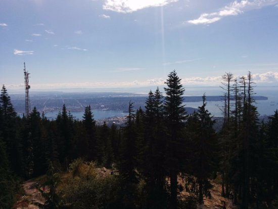 Grouse Mountain Skyride: View of Vancouver City from top of the grouse mountain!!