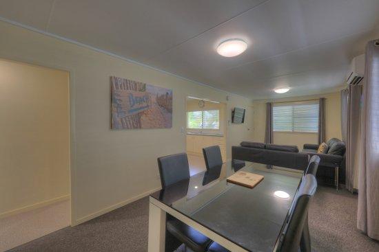 อะเล็กซานดรา เฮดแลนด์, ออสเตรเลีย: Holiday Home lounge dining
