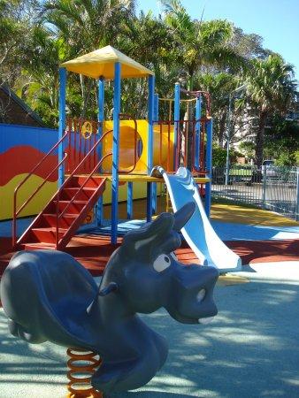 อะเล็กซานดรา เฮดแลนด์, ออสเตรเลีย: Playground beside the pool