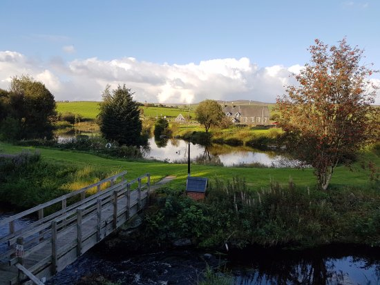 Rhydlydan, UK: The lovely view from the outside decking of the pub.
