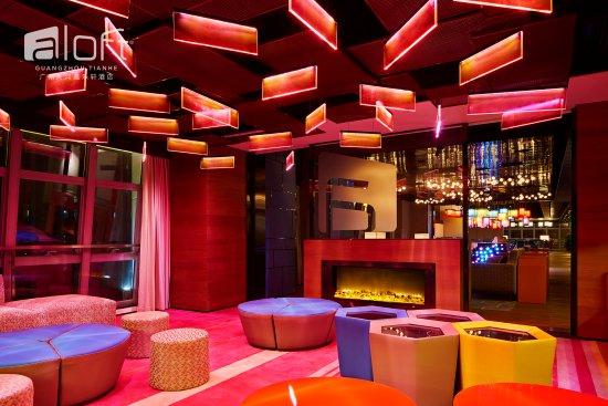 W xyz Bar - Party Box