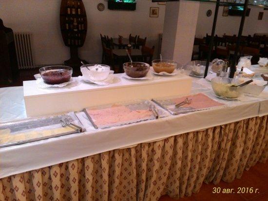 Calella Park : Завтрак, единственный день когда застали сыр
