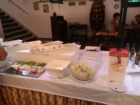 Calella Park: салаты не первой свежести