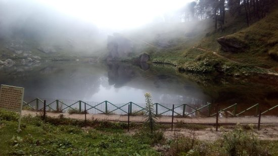Shoja, Inde : Lake under Mist