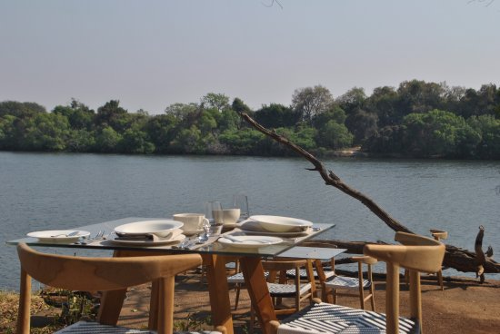 Matetsi Private Game Reserve: Dining and Lounging Area