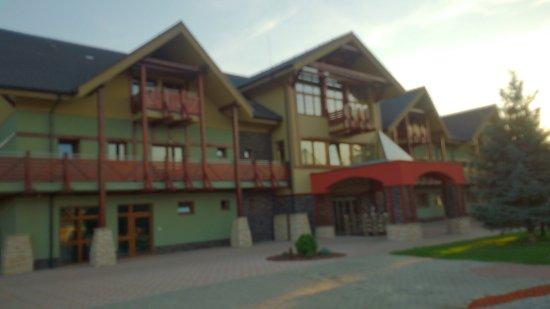Bešeňová, Eslovaquia: zdjęcie hotelu Gino Paradise od strony basenów.