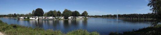 Asten, Holandia: Oostappen Vakantiepark Prinsenmeer Beach Area & Lake