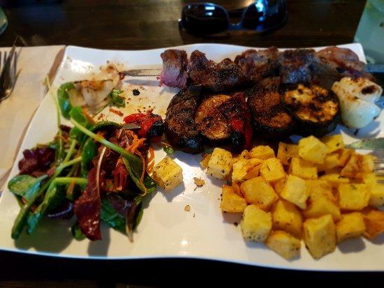 La Mesa Restaurant: Sirloin and vegetable skewers