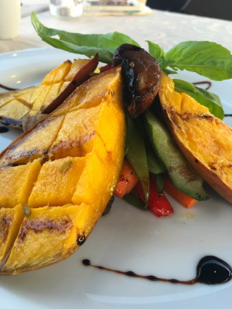 SCAT Funchal Music Club & Restaurant : roasted mango :-) great starter