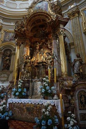 Visitation of Our Lady (Pilgrimage Church): Piękny ołtarz