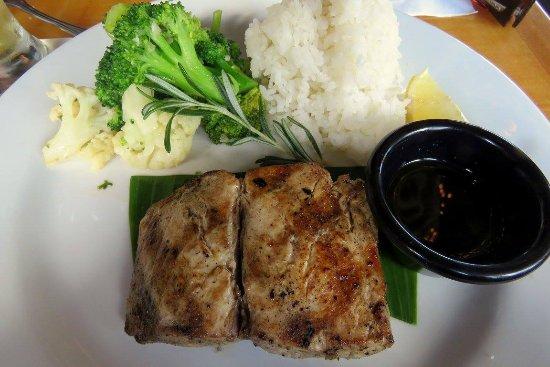 Buzz's Original Steak House: fish steak