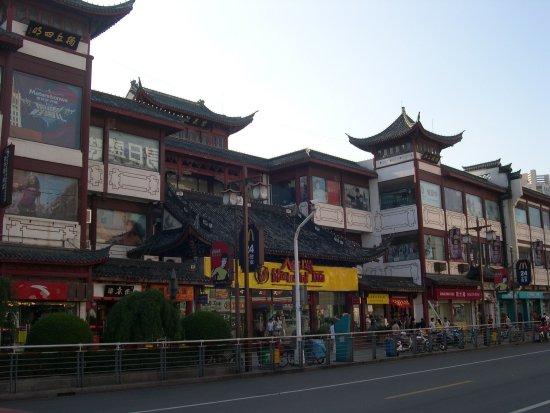 Ningbo Chenghuang Temple : 有許多小餐飲店