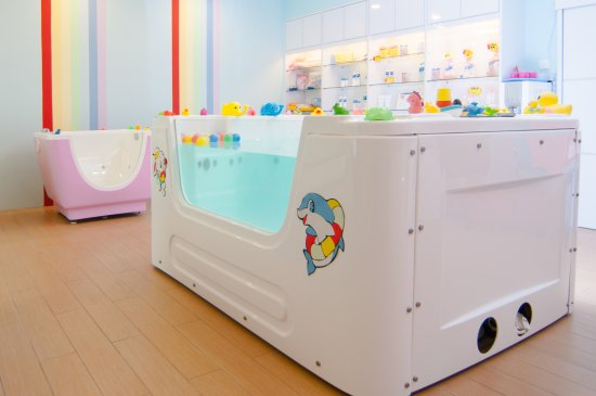 Bubbly Baby Spa: Interior - Big Jacuzzi Tub