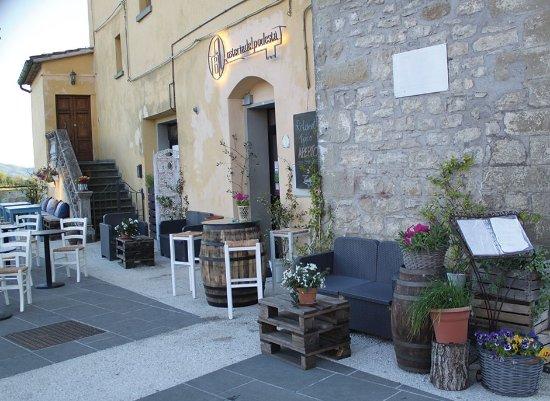 Pietralunga, Italië: area esterna