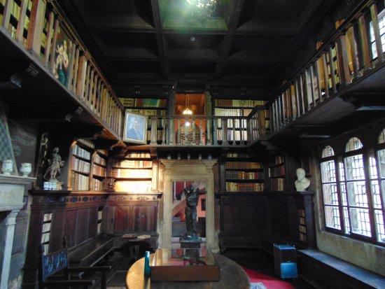 Fondazione Ugo Da Como: una parte della biblioteca