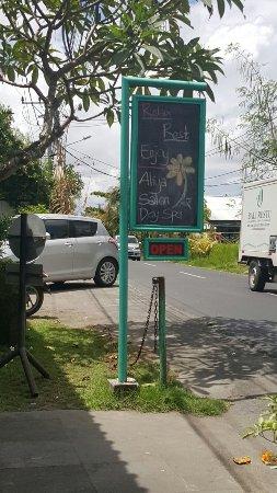 Kerobokan, Indonesia: Look for the blue signposts.
