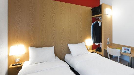 b b h tel niort marais poitevin france voir les tarifs et 56 avis. Black Bedroom Furniture Sets. Home Design Ideas