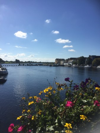 Athlone, Irland: View to weir