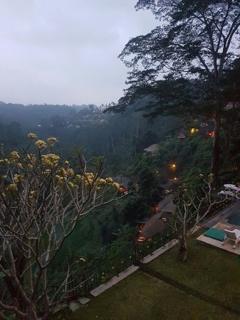 Puri Bunga Resort and Spa: 20160831_203015_large.jpg