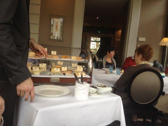 Busnes, Франция: La chariot de fromage