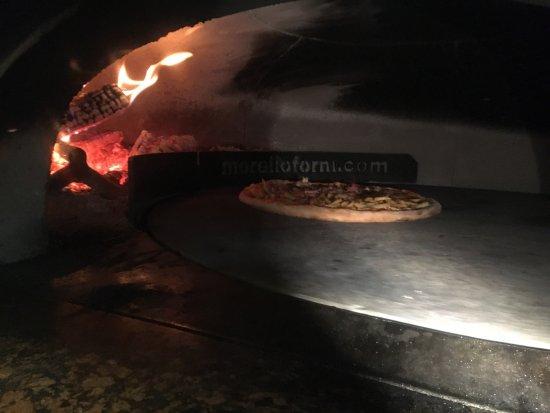 Pizzeria steak house I due Gabbiani : Pizza gigante
