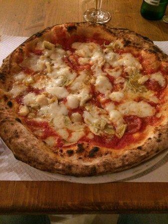 Capriati a Volturno, Italia: Diavola con carciofini .... divina top baffo Luciano. ..