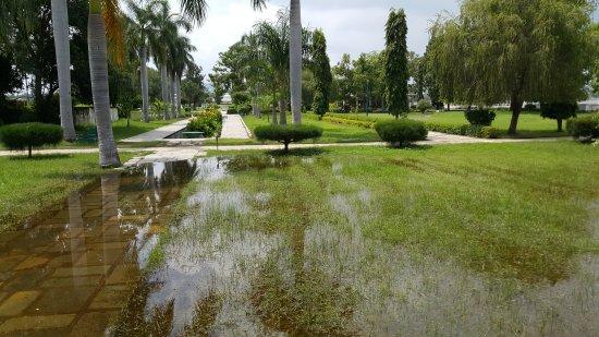 Nehru Park: A big park with very few visitors